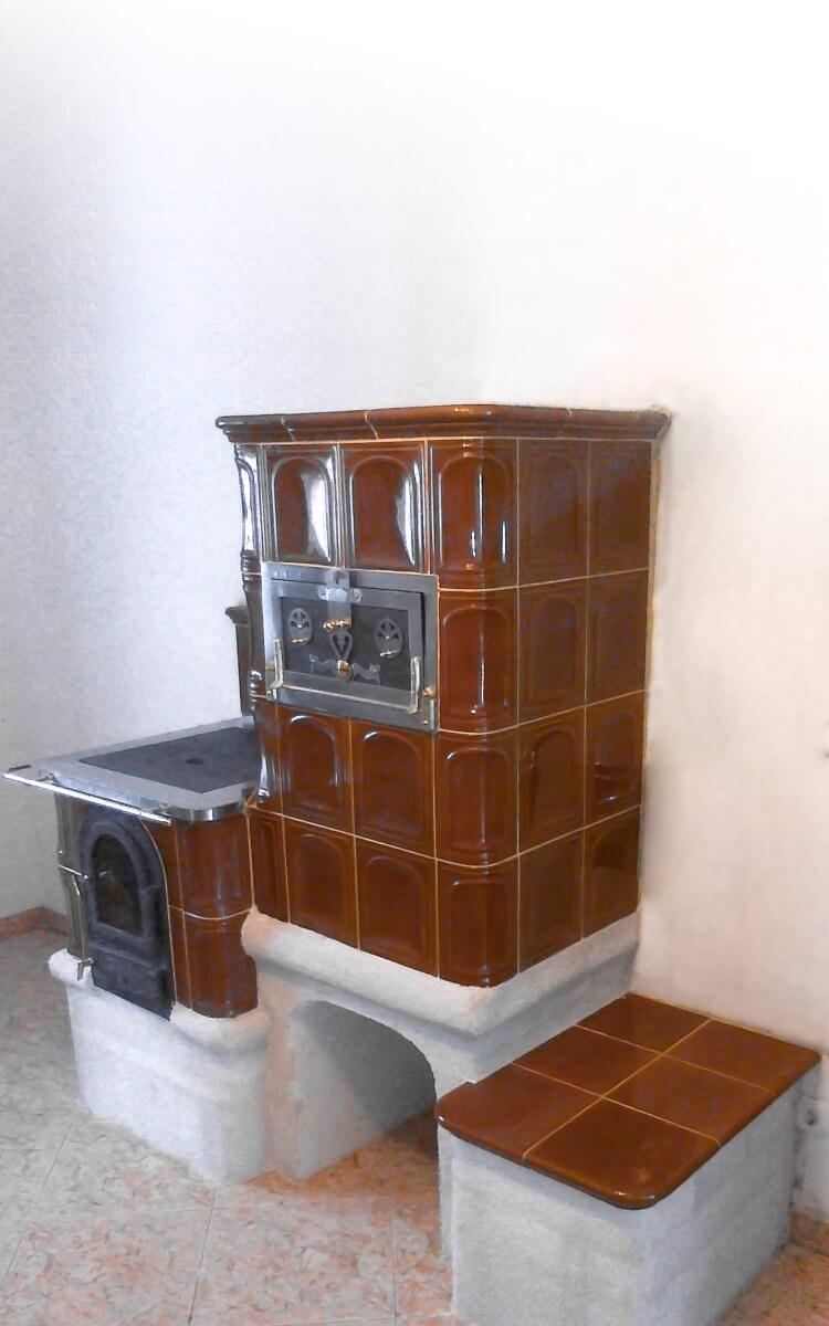 Aranybarna sparhelt egybe főzőlappal sütővel és ülőkével