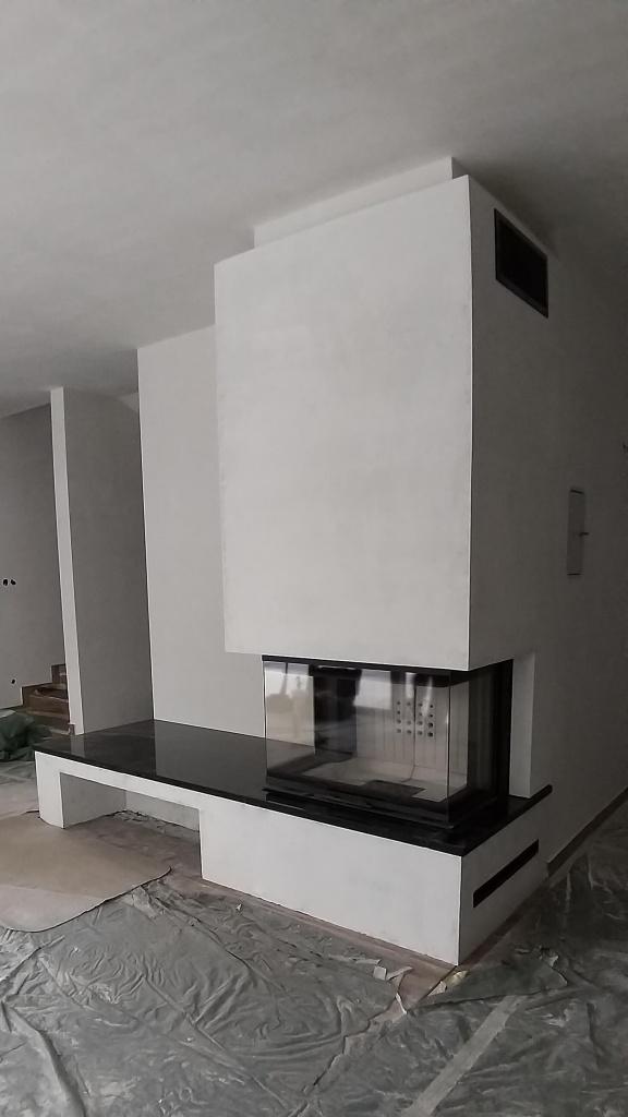 Falnak épített modern 3 üveges kandalló